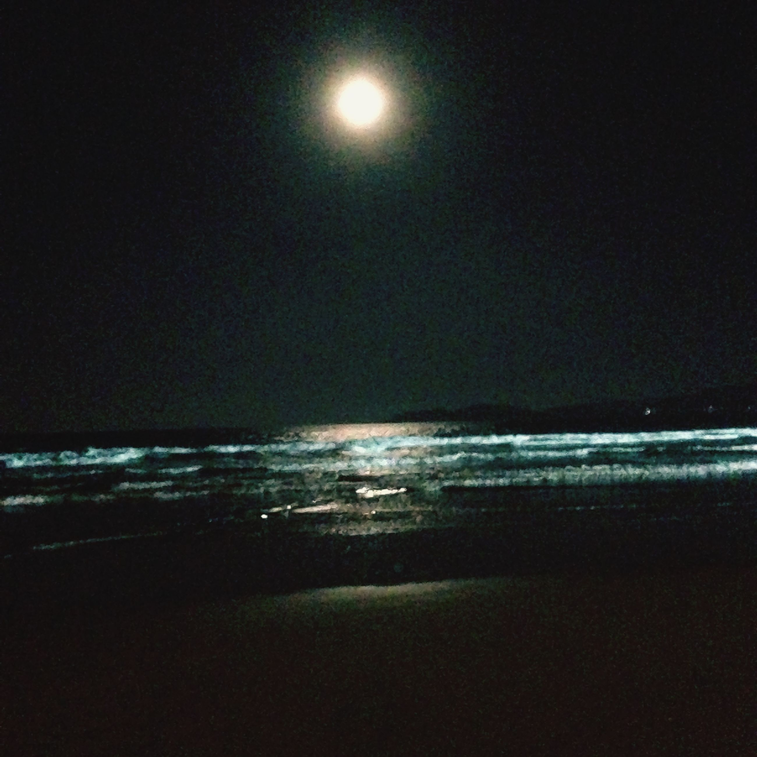 sea, water, horizon over water, scenics, tranquil scene, beach, tranquility, night, beauty in nature, shore, nature, sun, reflection, clear sky, copy space, idyllic, sky, moon, wave, illuminated