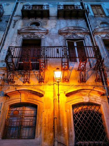 Piazza Pretoria Palermo Sicily Italy Travel Photography Travel Voyage Traveling Mobile Photography Fine Art Baroque Architecture Historical Buildings Windows And Balconies Street Lights Dusk Light 43 Golden Moments Giallo A Palermo Tutti I Particolari In Cronaca Palermo Mellow Yellow