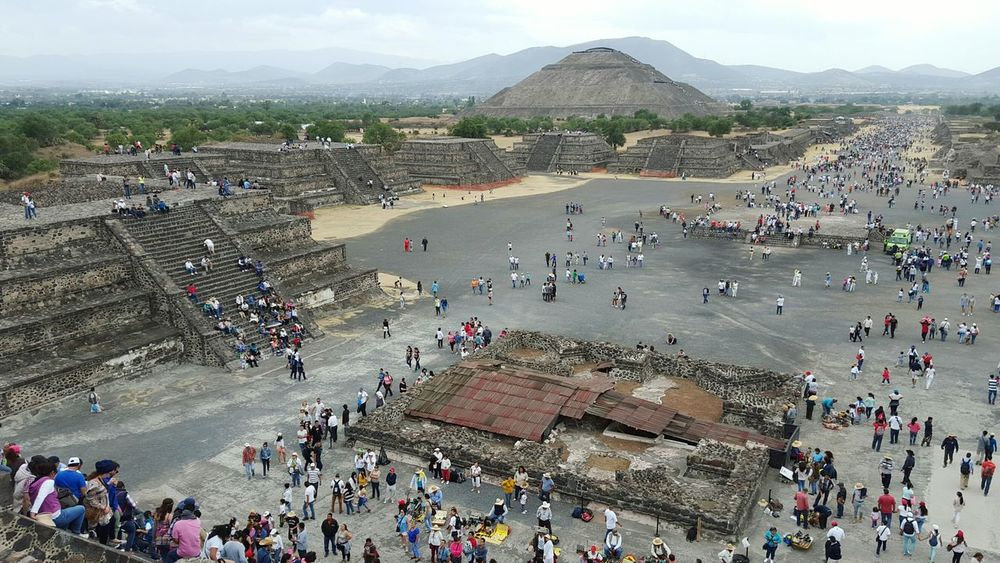 Teotihuacan Wonderful Place Beauty In Nature Real People Large Group Of People Architecture Building Exterior Ruins Ruined Buildings Teotihuacan Piramide Del Sol Mexico Mayan Ruins Energy Equinoccio