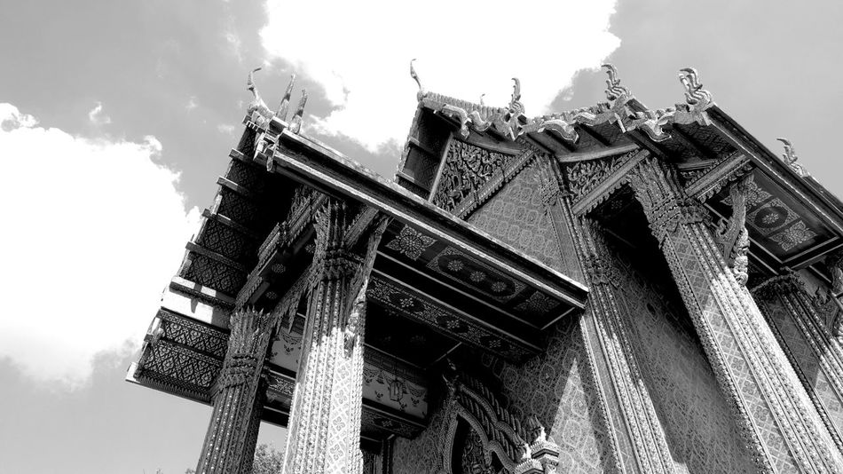 Thai Temple Black And White Bangkok Temple Bhuddisttemple Monastery Serenity Peaceful Calmness 18th Century Built Structure Columns Architectural Column Pillars Roof Ceiling Traditional