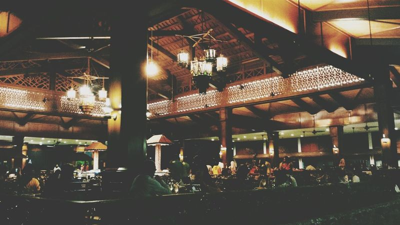 Lights And Shadows Restaurant Decor