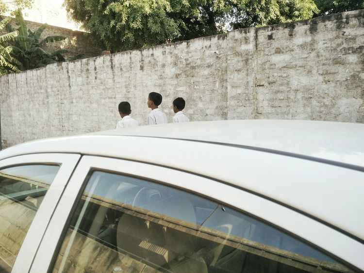 Everydaylife Streetphotography Street Delhi India Everybodystreet Taking Photos Still Afternoon Symmetry Waytohome Kids White Telling Stories Differently