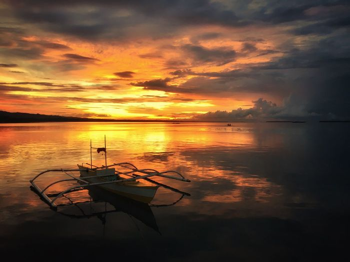 When the sun sets. Golden hour. Sunset Reflection Water Sky Cloud - Sky Nature Orange Color Beauty In Nature Tranquility Outdoors Sea No People Vacations Beach Day