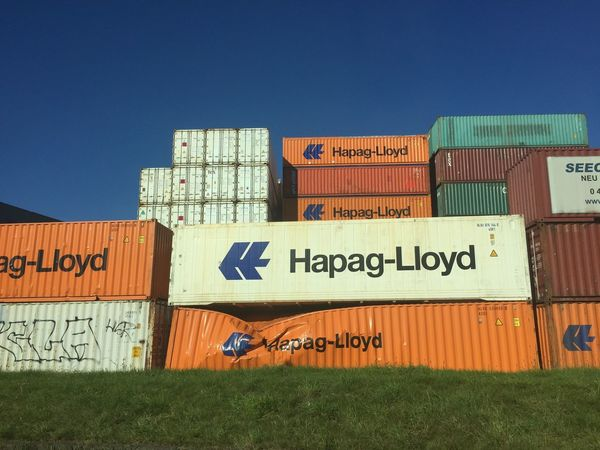 Container Damaged Grid Hapag-lloyd Lager Stapel Text Transportation