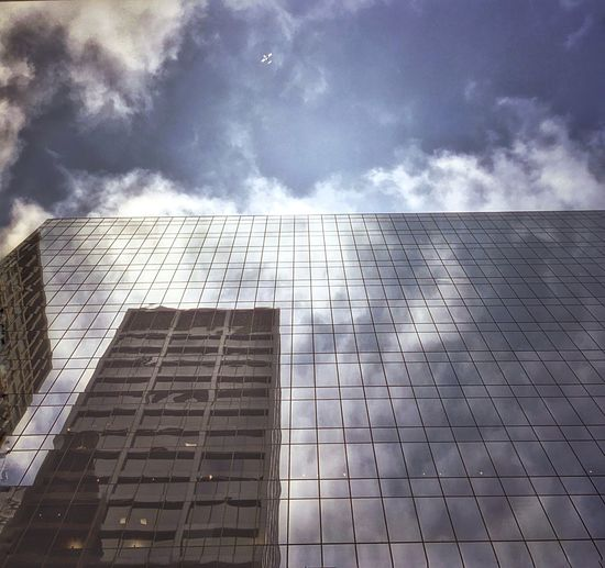 Smoke And Mirrors... Chicago Chicago Architecture Chicago Loop Clouds And Sky Clouds Moody Lookup Picoftheday Picture Of The Day Skyscrapers In The Clouds EyeEm Best Shots EyeEm Gallery EyeEmBestPics Eyeemurban Eyeem Chicago Eyeem Market Walking Around Love This City ❤ The Architect - 2016 EyeEm Awards