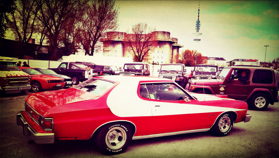 On The Road Vintage Cars Starsky & Hutch Taking Photos