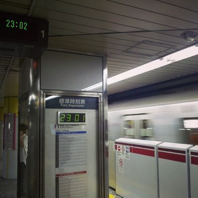 One minute advance... only in tokyo! Awesome Metro Tokyo Japan Photooftheday igers instagood instamood tag4likes train