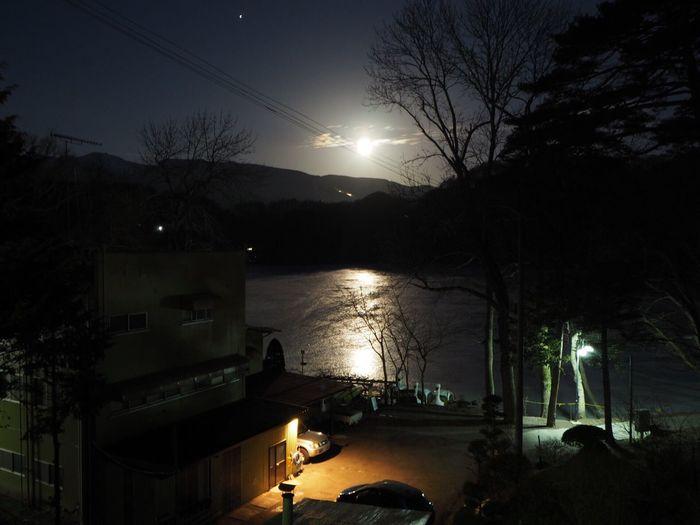 今朝の松原湖… 八ヶ岳山麓 松原湖 信州 Nagano, Japan Nature EyeEm Nature Lover My Sky 今日の空 八ヶ岳 月 Moon 空 月夜