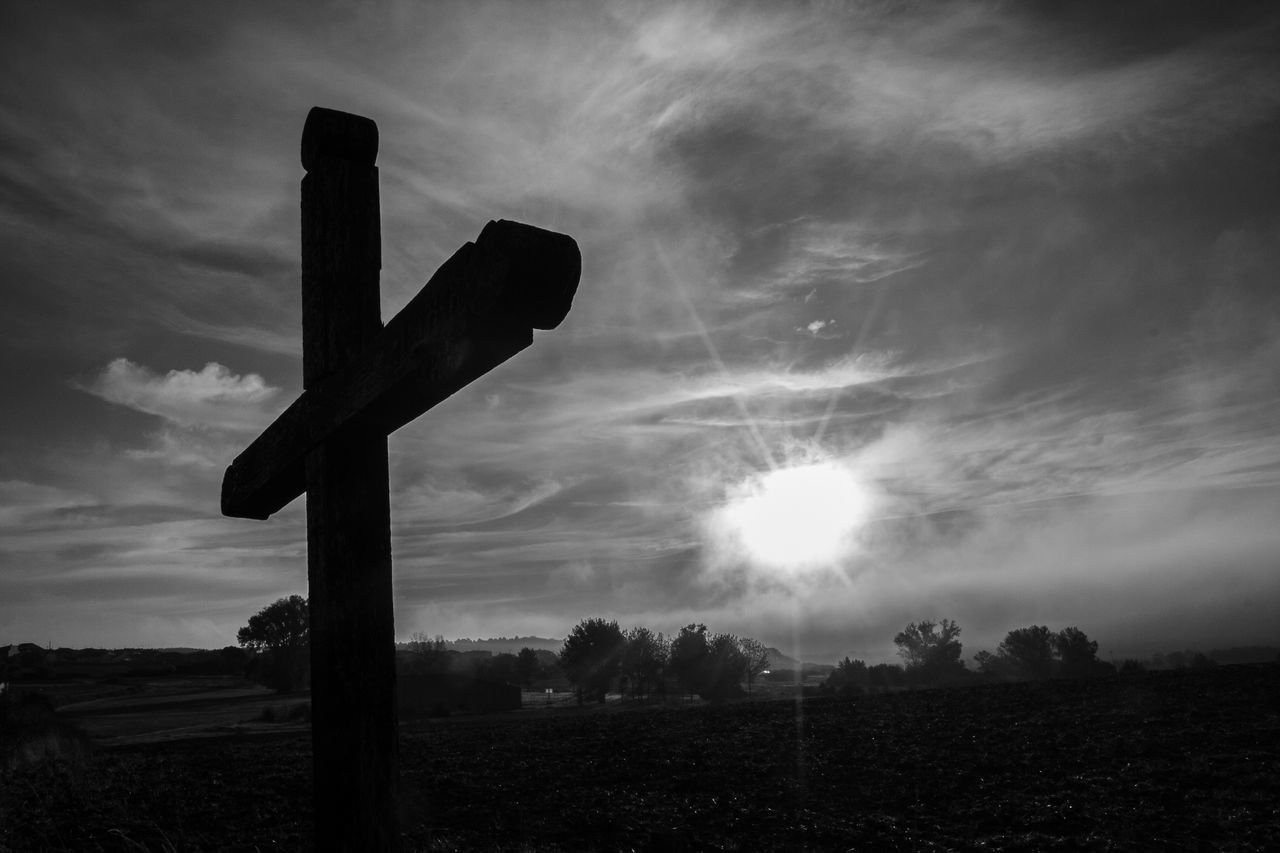 LOW ANGLE VIEW OF CROSS ON FIELD