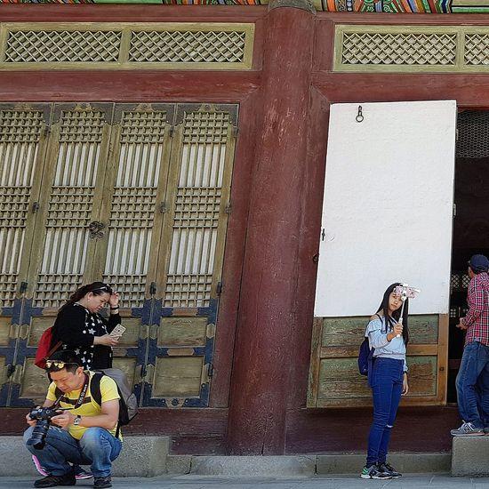 My shot was crooked, the palace was fine. Gyeongbokgung Palace, Seoul Seoul Streetphotography Streetphotography Palace Architecture Joseon Dynasty 5 Centuries Tripwithson2017 Seoulmay2017 Seoul South Korea