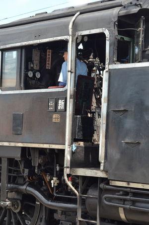 笑顔の蒸気機関車の運転士さん Smiley Face Smile Enjoying Motorman Train Operator Capture The Moment Steam Locomotive Steam Train People Watching From My Point Of View 大井川鐵道 旅写真 August 2016 前の写真からの流し撮りで撮れてた一枚。MFのピント合わせに一生懸命で撮ってるときは分からなかったけど、楽しそうに運転してる笑顔が素敵☺