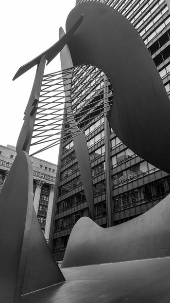 Architecture Modern City EyeEm Gallery EyeEmBestPics EyeEm EyeEmNewHere Chicago Picasso Daley Plaza Art Built Structure Architecture Low Angle View Sky No People Pillars EyeEm Vision Old Buildings Spanish Artist Pablo Picasso The Architect - 2017 EyeEm Awards The Week On EyeEm