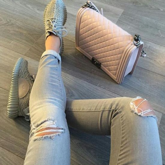 Yeezy350 Chanelbag Coco Chanel Chanel Photography Aesthetics Gorgeous Beauty Model Urban Fashion Urbanstyle Street Style Street Fashion Streetwear Adidas Fashion Ripped Jeans
