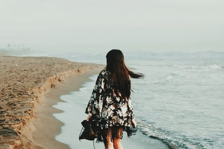 Lifeee 😍 Long Hair Beach Rear View Nature Water One Person Beauty Sea Relaxation People Women Back Only Women Beauty In Nature One Woman Only Young Adult Adult Outdoors Young Women Adults Only Real People First Eyeem Photo Shadow Low Angle View Finding New Frontiers Finding New Frontiers Women Around The World Lost In The Landscape Connected By Travel