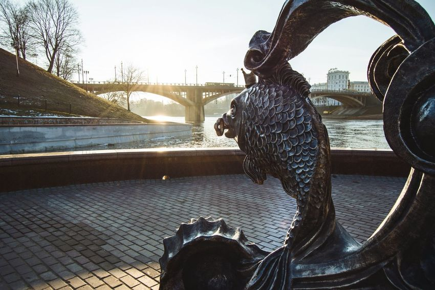 Sculpture Bronze Statue Bronze Sculpture Vitebsk,Belarus Travel Destinations From My Point Of View By Ivan Maximov Eyeem Photo The Week On EyeEm Bridge - Man Made Structure River Cityscape Belarus City Landscape Great Outdoors Sunlight Bridge Traveling Architecture Fish Sculpture Perspective Composition River Reflection Water Day Outdoors Sky City