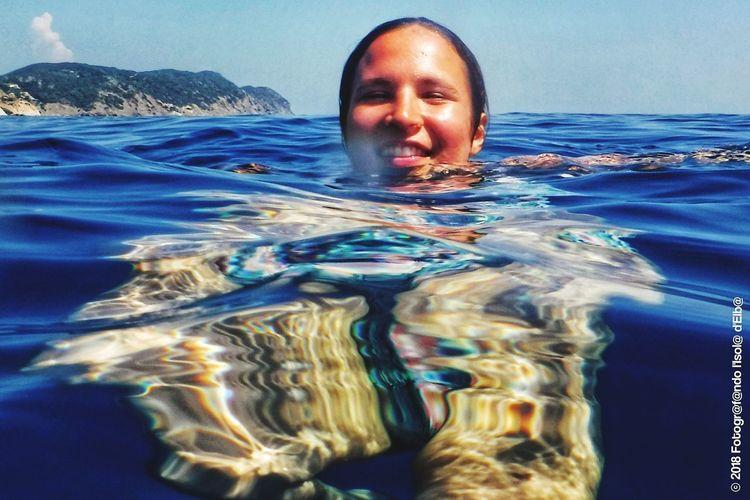 Ragazza al bagno Girl At The Sea Girl Sea Trasparent Trasparent Sea UnderSea Swimming Water Portrait Sea Underwater Adventure Headshot Human Face Floating On Water Underwater Diving