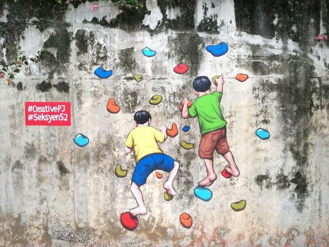 Found this mural today, along a road in PJ State...love it 😍 Murals Streetart Streetgraffiti Childrenplaying LikeChildren Happiness Is.... Happiness Funtogether Colors RockClimbing Randomfinds Kids Being Kids Whenwewereyoung First Eyeem Photo