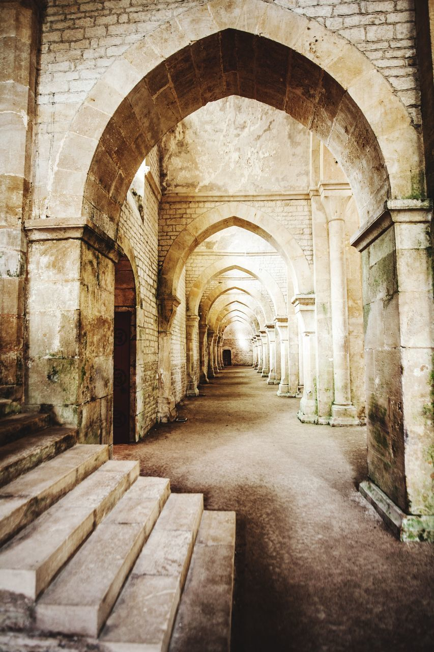 architecture, arch, built structure, arcade, building, history, the past, corridor, indoors, architectural column, no people, the way forward, diminishing perspective, direction, day, old, empty, in a row, vanishing point, colonnade, ruined