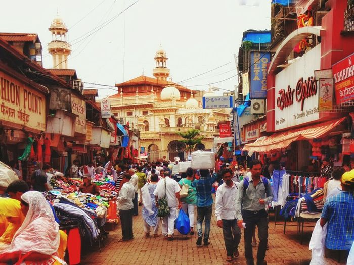 A busy Street just ahead of Crawford Market! Hawkers started to lay stalls, labours carrying huge luggage over their head and customers wandering and buying stuff around the market! There was chaos all around but yet fun!! ‪#‎street‬ ‪#‎streetstyle‬ ‪#‎streetphotography‬ Pictureoftheday‪‎ FOLLOW ME ON INSTAGRAM @the_nineties_kid