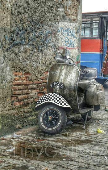Old Vespa...😍