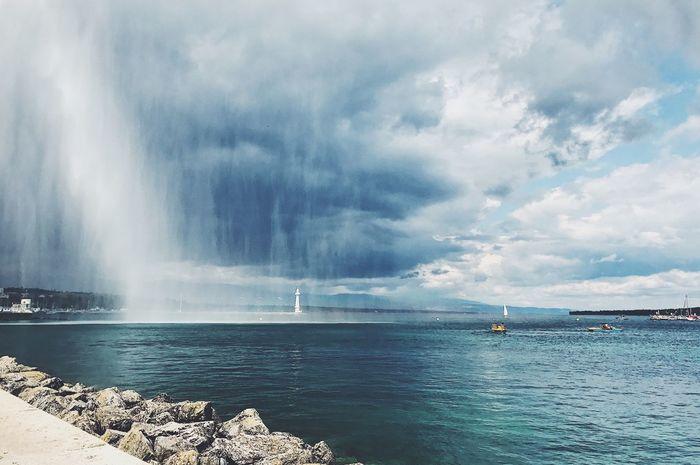 Splash. Water Sea Beauty In Nature Scenics Nature Sky Cloud - Sky Outdoors Day Idyllic Tranquility Tranquil Scene No People Horizon Over Water Waterfront Jetdeau Geneva