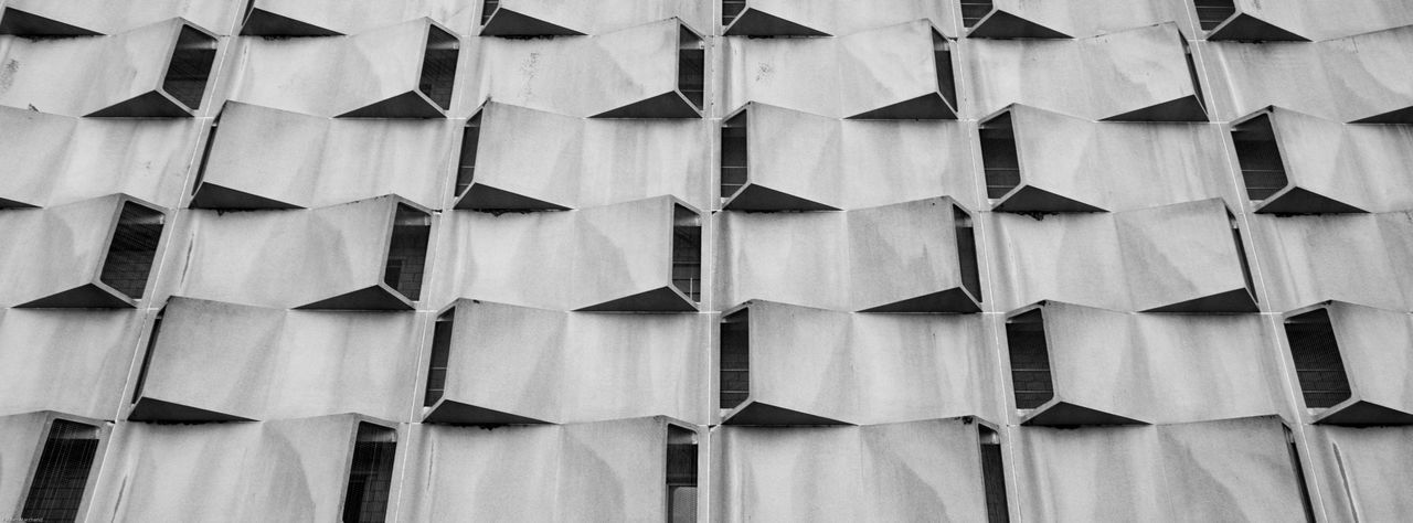 banner 028 Sosbrutalism Architectural Banner Architecture Backgrounds Banner Brutalism Carpark Façade Full Frame In A Row Large Group Of Objects No People Outdoors Perspective Repetition Urban Geometry Premium Collection Minimalist Architecture Minimalism Minimal Black And White Friday The Graphic City