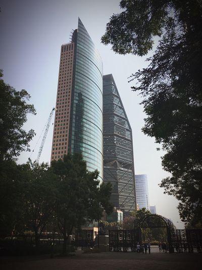 Porfirio Diaz nunca hubiera imaginado ver a su Paseo De La Reforma acompañado de estos Rascacielos De hecho yo tampoco