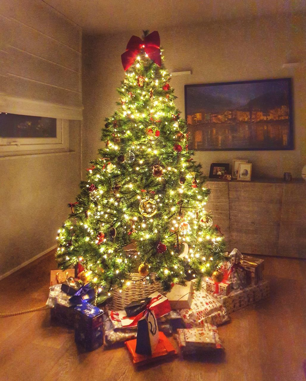 christmas, christmas tree, tree, celebration, holiday, christmas decoration, decoration, indoors, gift, illuminated, christmas lights, home interior, christmas ornament, celebration event, holiday - event, flooring, event, no people