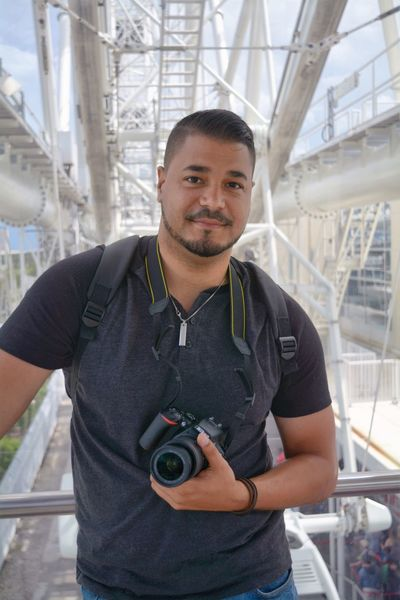 One Person Portrait Looking At Camera Standing Smiling Architecture Real People Florida Enjoying Life Orlandoeye Orlando Florida Orlando Eye Florida Life Day Young Adult Men Built Structure Happiness Only Men One Man Only Camera - Photographic Equipment Technology Photography Themes Indoors  City