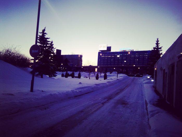 Зимний вечер в затворках Ш Winterереметьево Cold Temperature Snow Sky City Outdoors Tree People Day First Eyeem Photo