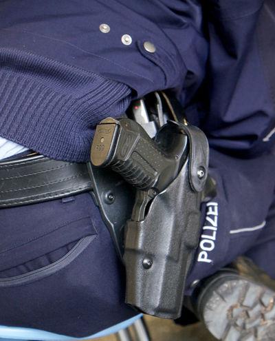 Close Up Close-up Ordnung Part Of Police Policeman Polizei Polizisten Recht Schutz Still Life Waffe Weapon