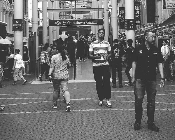 Tourists Chinatown Singapore Streetphotography Sg_streetphotography Bnw_streetphotography Bnwstreetphotography Bnwphotography Bnw_society Bnwsingapore