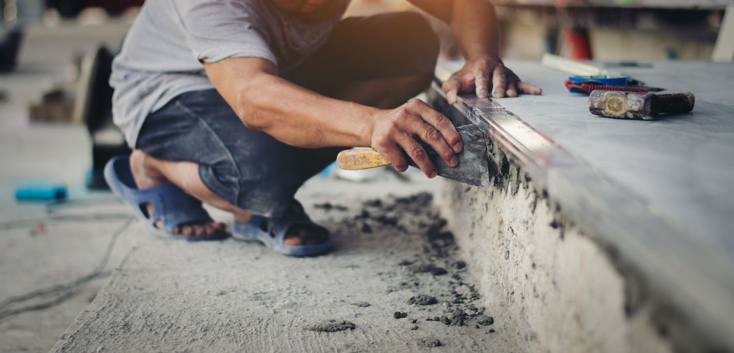Mason Men Work Tool Occupation Working Holding Real People One Person Human Hand Human Body Part Hand Selective Focus Industry Midsection Day Skill  Construction Industry Making Indoors  Mechanic Plaster Plastering