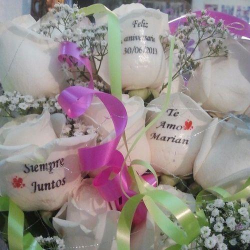 Original y exclusivo ramo de rosas personalizado en el petalo de las rosas. Http://graficflower.com Rosasazules Rosaadomicilio Rosastatuadas Rosas RegaloDeCumpleaños Regalodeaniversario Regalooriginal Ramoderosas Ramosderosas