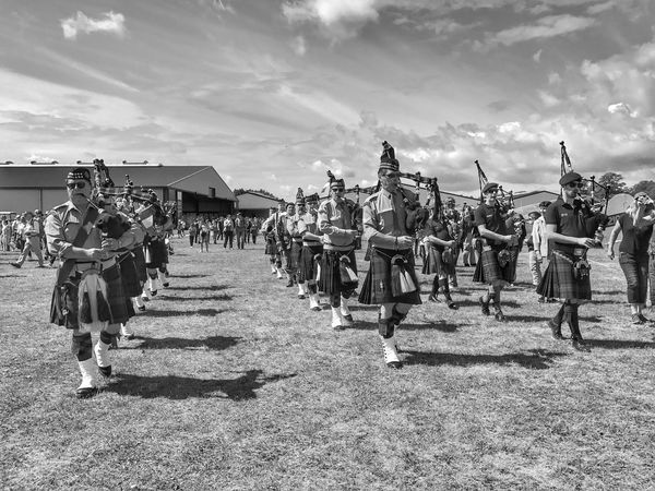 Scottish Music 😀 Aérodrome De Cerny La Ferté Alais France Photooftheday Picoftheday Large Group Of People Uniform Sky People Lifestyles Moments Iphonephotography EyeEmBestPics EyeEm IPhoneography EyeEm Best Shots IPhoneography Mobilephotography Outofthephone Iphoneonly Blackandwhite Bnw
