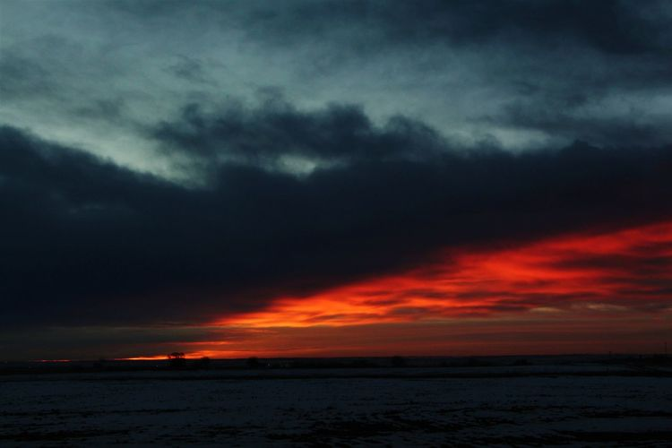 Colorado sunrise Countryside Night Star - Space Sun Sunrise Dark DuskBeauty In Nature Outdoors Nature Sky No People Sunset Red Morning EyeEmNewHere EyeEm GalleryEyeEm Best Shots EyeEm EyeEmBestPics EyeEm Best Shots - Sunsets + Sunrise Clouds Light Field