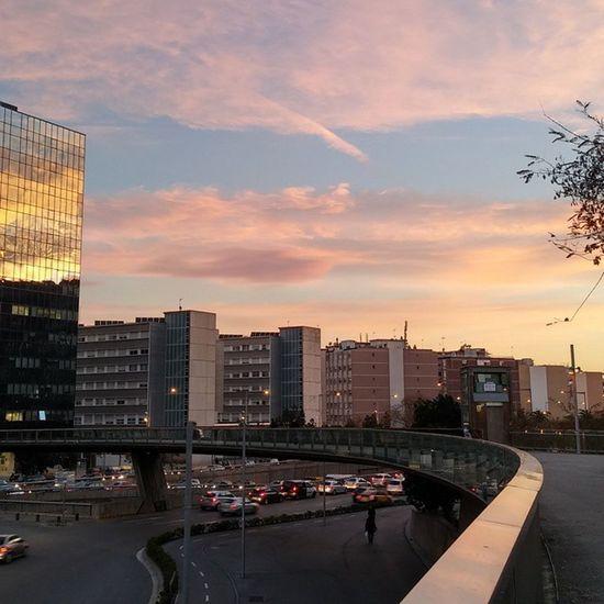 Barcelona Paisajeurbano Urbanlandscape Sunset Puestadesol Auringonlasku Bcnexploradores Bcnexplorers Thebarcelonist Sunsunsun_hereitcomes
