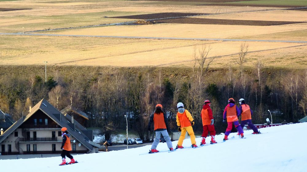 The Color Of School Winter Sport Outdoors Skiing ❄ No Snow In Winter No Snow! How Do You See Climate Change? Skiing Learning Learning Photography School Life  French Alps Ancelle People And Places