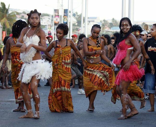 Danse Tradition 20decemb Ileintense Iledelareunion toutes les différentes cultures de l'île pour le défilé du 20 décembre ... Fete de l'abolition de l'esclavage a la réunion