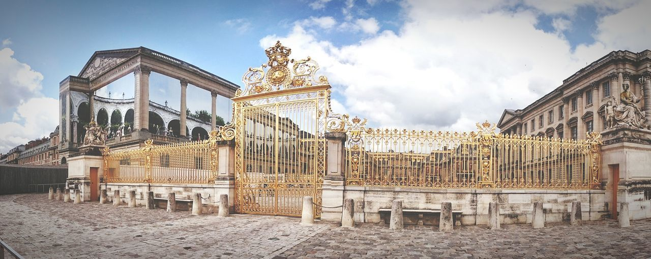 amazing gate at the château de versailles Hanging Out EyeEm Gallery France Château De Versailles  Sunny Summer Trip Europe