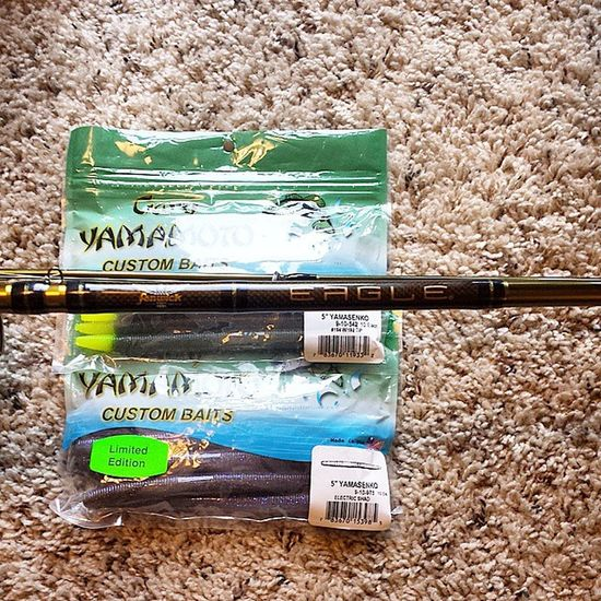 This is what happens when your girlfriend is amazing. Awesome limited edition electric shad, cant wait to chuck these with my new rod @_lisa_lee_ Fenwick Eagle New Fishingrod Garyyamamoto Senko Electricshad Bassfishing Largemouth Bass Largemouthbass Fishing Cantwaittostrokemypole Cantwaitforopenwater Comeonspring Slammorepigs Mygirlfriendistheshiznit Happy