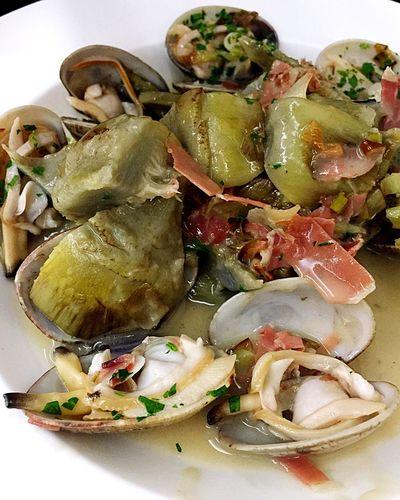 Almejas con alcachofas. Cloïsses amb carxofes Elhogargallego Toni Gordillo Calella Maresme Barcelona Catalunya Catalonia Restaurant Food