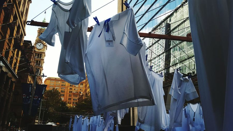 Laundry in the city | Kitandace Clever Marketing Streetphotography Up Close Street Photography Art Installation Hills Hoist Technical Cashmere