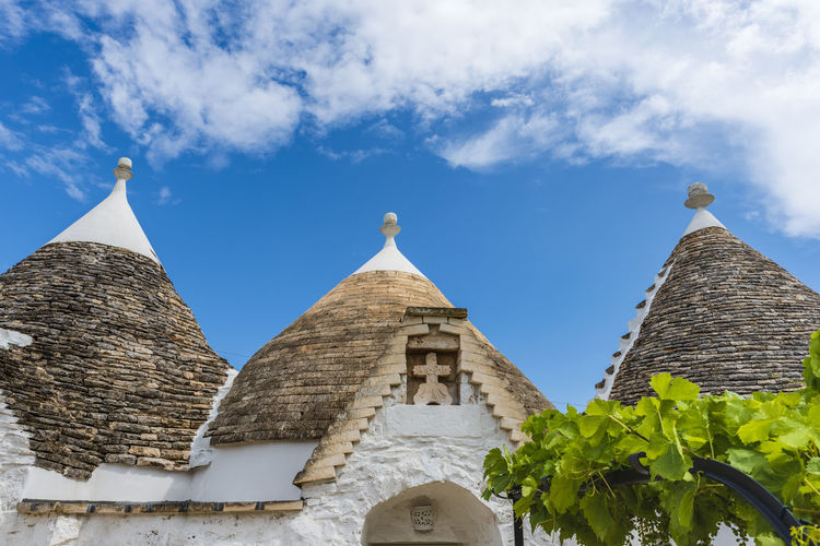 Trulli of the Itria valley. Farmhouses. Details in the sky. Puglia, Italy. Italy Puglia Puglia South Italy Tourism Tourism Destination Trulli Trulli Houses Trulli Puglia Alberobello Alberobello - Puglia Apúlia Apulia Italy Italia Puglia Apulian Landscape Southern Southern Italy Trullo Martina Franca Landmark Landmarkbuildings Landmark Building Landmarks Monument Architecture Architecture And Art Exterior Exterior View Exterior Building Exterior Architecture Itria Itria Valley Tourist Tourist Attraction  Tourist Destination Roof Building Outdoors Outdoor Photography Unesco UNESCO World Heritage Site Architectural Design Architectural Traditional Architectonic Architectonic Detail Construction Historic Symbol Landscape Typical Typical Houses The Traveler - 2019 EyeEm Awards The Architect - 2019 EyeEm Awards