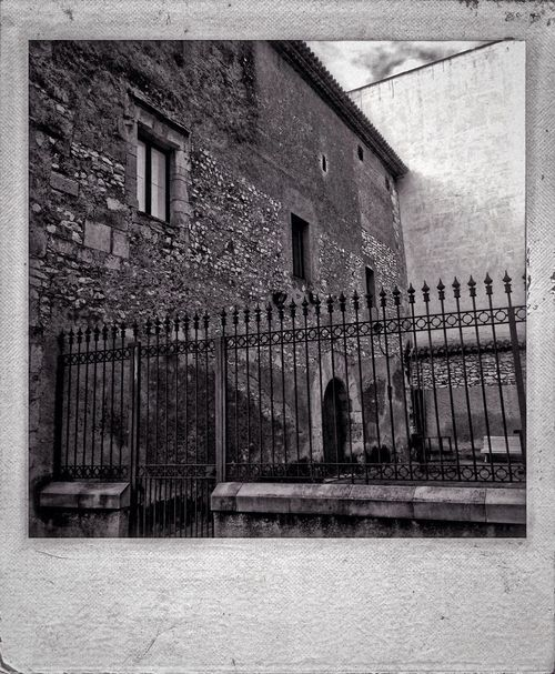 Every brick is such a quiet storyteller. Polamatic IPhoneography Project365 Blackandwhite *20/365*
