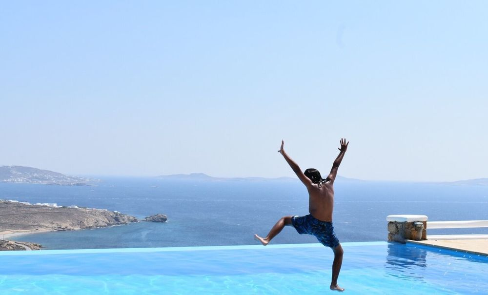 Sommergefühle Sommergefühle Summer Summertime Travel Destinations Ocean View Pool Luxurylifestyle  Ocean Landscape Mykonos Greece Cyclades Having Fun Jumping Kid Kid Having Fun Happiness Pool Time Luxurylifestyle