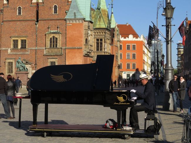 City Life Listening To Music Main Square On The Road Outdoors Piano Pleasures Of Life Street Musicians Urban Photography Vivid Colours  Adapted To The City Piano Moments