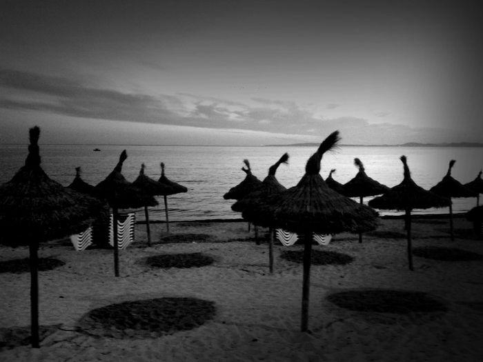 Black And White The Minimals (less Edit Juxt Photography) What My Eye Sees La Vida En La Playa