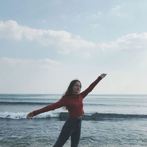 Full Length Beach One Person One Woman Only Sea Only Women People Adults Only Freedom Day Adult Outdoors One Young Woman Only Cheerful Happiness Sky Cloud - Sky Vacations Smiling Human Body Part