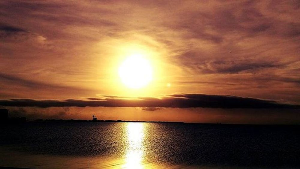 Here's a nice little Edit of tonight's Sunset Navarrebeach LoveFl Reflections HTCOneM9 Htconelife Oneography 20 .7mp @htc @HTCUSA @HTC_UK @HTCelevate @HTCMEA @HTC_IN @HTCIreland @HTCCanada @HTCMalaysia @htcsouthasia @htcfrance TeamHTC @sharealittlesunshine @pureflorida Beachlife